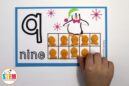 I love these adorable penguin counting mats!! Such a fun way to practice counting, number recognition and number concept with preschoolers.