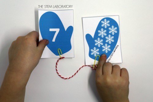 I love these adorable winter mitten match up cards! So great for number recognition and fine motor skills.