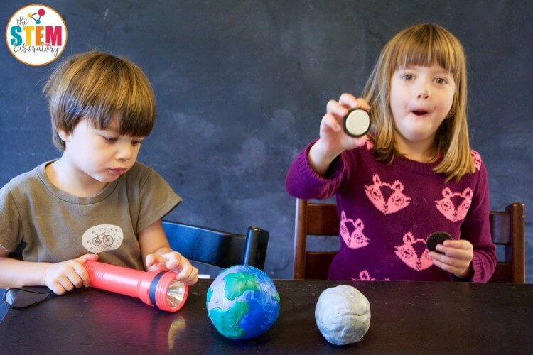 Teach kids about the moon phases with Oreos! I love this!!
